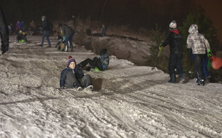 Noćno sankanje u Banovićima privuklo blizu 2000 posjetilaca