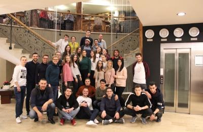 Mladi iz Banovića i 13 općina širom BiH rade zajedno na rješavanju problema zanemarivanja djece